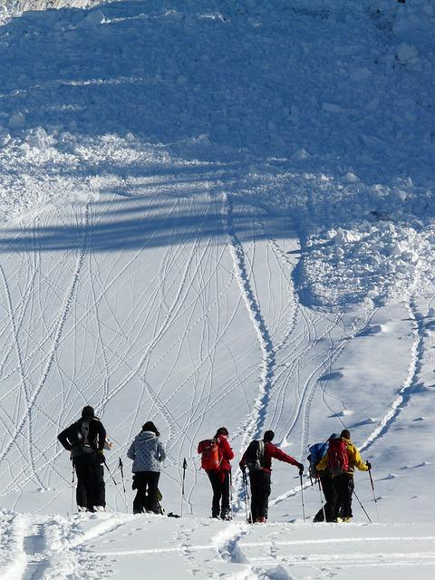 ski-tour-16173_640